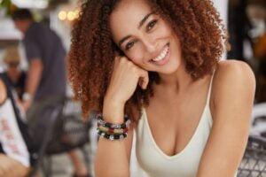 8 Melhores Shampoos para cabelos cacheados + Dicas