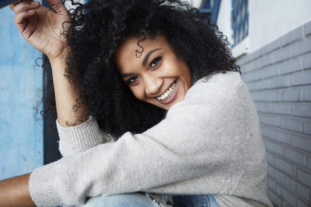 Truques simples e fáceis para deixar os cabelos MAIS cacheados!